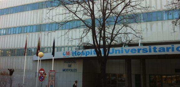 Los celadores del Hospital Universitario de Móstoles crean una guía didáctica de actuación quirúrgica
