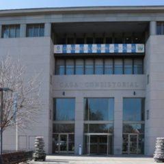 Suspendido el primer Pleno ordinario de la Legislatura por protestas