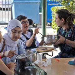 El ayuntamiento firma un convenio para la dotación de fondos de un Campamento Urbano para jóvenes con discapacidad intelectual