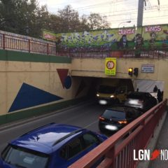 Otro camión ¨atascado¨ en el paso a nivel de San Nicasio