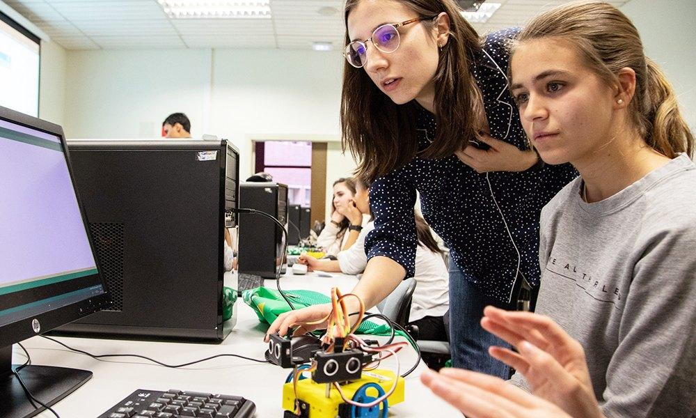 Talleres STEM para jóvenes en el Día de la Mujer y la Niña en la Ciencia