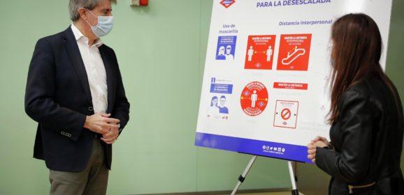 Metro se prepara para la desescalada con nueva señalización que informa de las condiciones para viajar