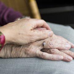 Detenidos dos trabajadores de una residencia de mayores en Las Rozas por estafa y lesiones