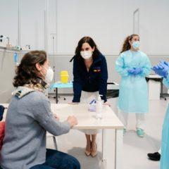 La Consejería de Sanidad ultima el proceso de vacunación para profesionales de la Salud, mientras este jueves empezaran los mayores de 80 años en los centros de salud
