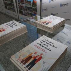 Leganés ha hecho la entrega de un ejemplar del libro 'Relatos personales de una pandemia' a las 39 personas que han participado con su narrativa