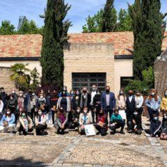 Jóvenes de Leganés homenajean al poeta Fernando Beltrán