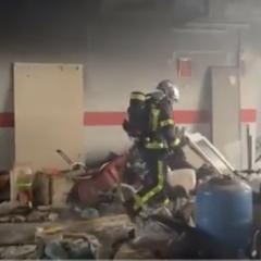 Arde un garaje de Leganés que almacenaba muebles y viejos electrodomésticos